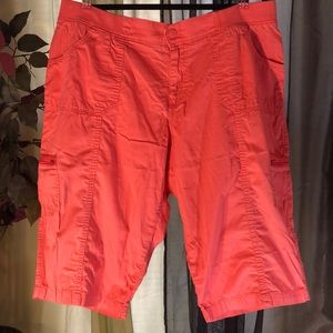 Lee Relaxed Fit 18W Melon Pink Cargo Capri